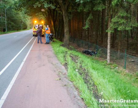 Motorrijdster hard onderuit op Groteweg Wapenveld
