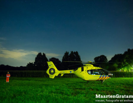Traumahelikopter landt langs Bonenburgerlaan in Heerde